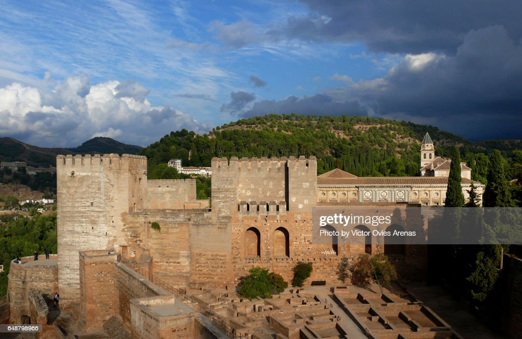 A view of the inner patio of the Alcazaba fortress from above, in Granada, Andalusia, Spain from Above : Foto de stock
