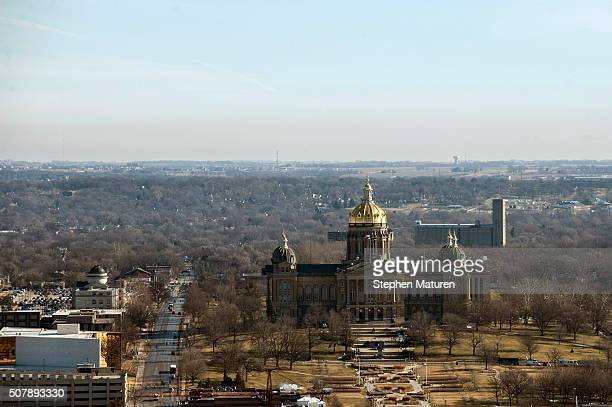 A view of the Iowa State Capitol building from the 33rd floor of the Raun Center February 1 2016 in downtown Des Moines Iowa The US presidential...