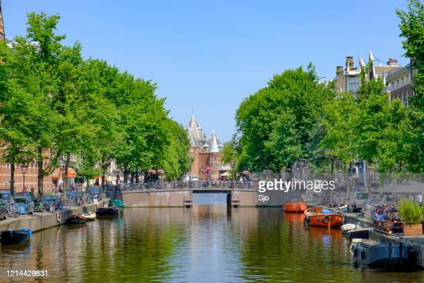 """view of the kloveniersburgwal canal in amsterdam with the waag in the background. - """"sjoerd van der wal"""" or """"sjo"""" stock pictures, royalty-free photos & images"""