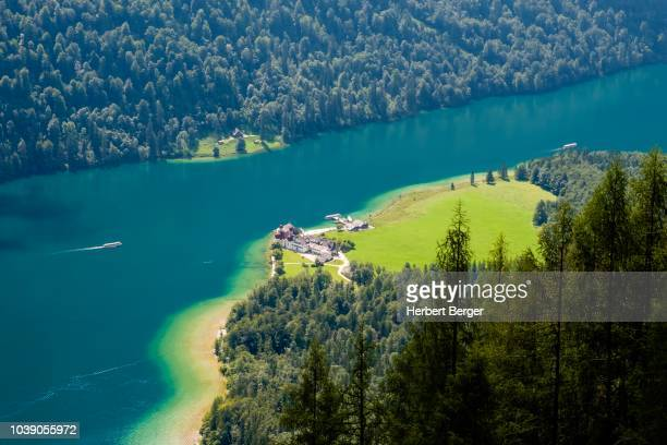 view of the lake koenigsee and the pilgrimage church sankt bartholomae from the rinkendelsteig, berchtesgaden alps, schoenau am koenigsee, berchtesgaden national park, berchtesgadener land, bavaria, germany - berchtesgaden alps stock photos and pictures