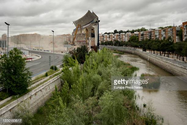 View of the last wall of the Vicente Calderon stadium, located near buildings inhabited by residents of the Madrid Río area who have complained about...