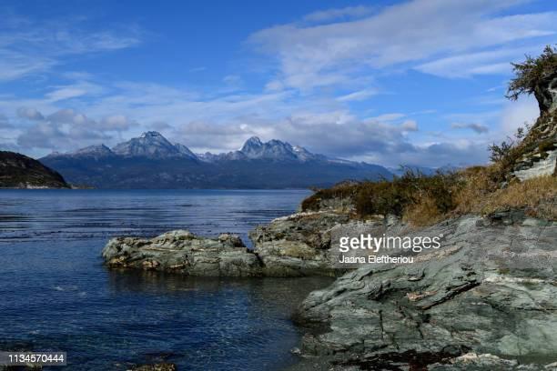 view of the mountains and water in the parque nacional tierra del fuego - parque nacional - fotografias e filmes do acervo