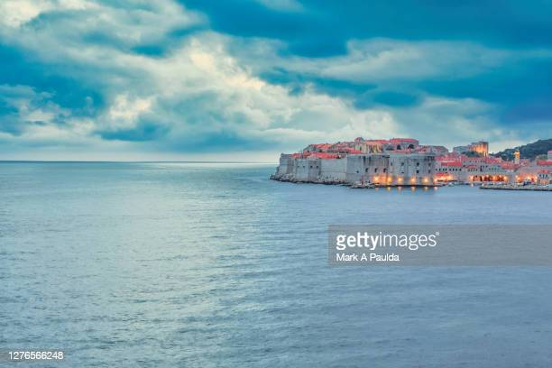 view of the old city of dubrovnik across the adriatic sea - アドリア海 ストックフォトと画像
