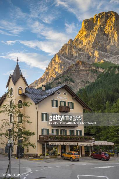 view of the old part of the village of san martino di castrozza, trentino alto adige - サン・マルティーノ・ディ・カストロッツァ ストックフォトと画像