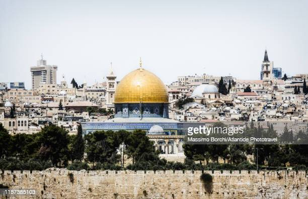 view of the old town with the dome of the rock - image stock-fotos und bilder