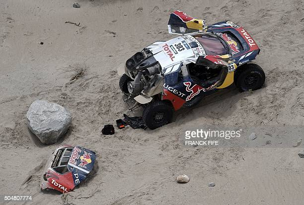 View of the Peugeot of Spanish drivers Carlos Sainz and Lucas Cruz after a mechanical failure during the Stage 10 of the Dakar 2016 between Belen and...