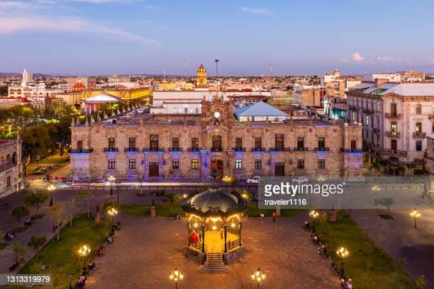 メキシコ、ハリスコ州グアダラハラの上からアルマス広場の眺め。 - メリダ ストックフォトと画像
