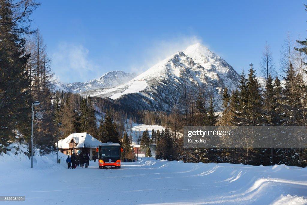 Predne Solisko 山山脈のスキー場からの眺め。 : ストックフォト