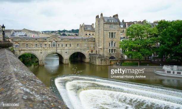 View of the Pulteney Bridge in Bath The Pulteney Bridge crosses the River Avon in Bath England Dated 21st Century