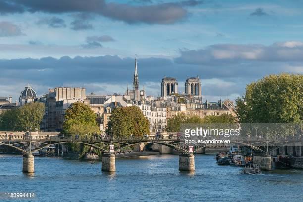 view of the river seine, its bridges and ile de la cite, paris, france - river seine stock pictures, royalty-free photos & images