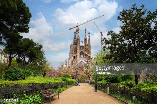 view of the sagrada familia, a large roman catholic church in barcelona, spain. - sagrada familia stock pictures, royalty-free photos & images