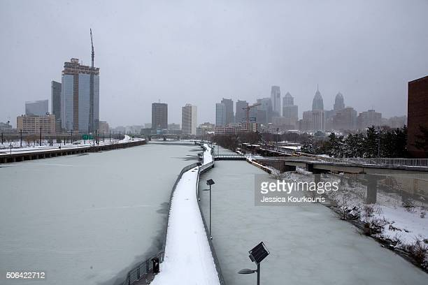 A view of the Schuylkill river as snow continues to fall on January 23 2016 in Philadelphia Pennsylvania The city which announced a snow emergency is...