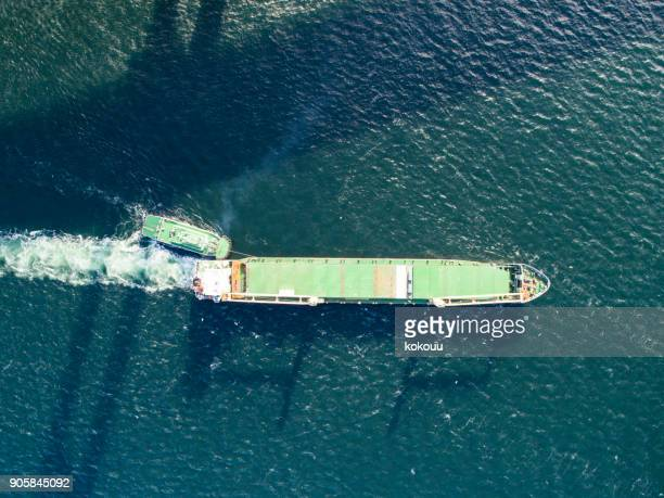 空から見た船の眺め。 - 遠洋定期船 ストックフォトと画像