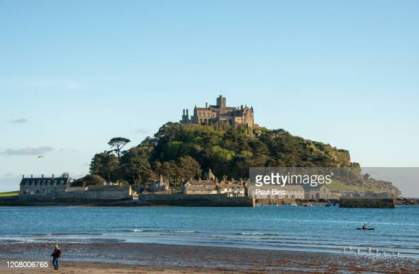 view of the st michael's mount, cornwall, england, united kingdom - castle stock pictures, royalty-free photos & images