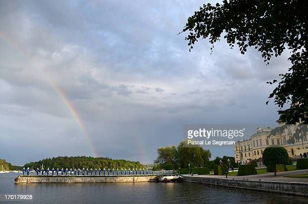 A view of the Swedish Armed Forces at the arrival of the boat at Drottningholm for the evenin banquet after the wedding of Princess Madeleine of...
