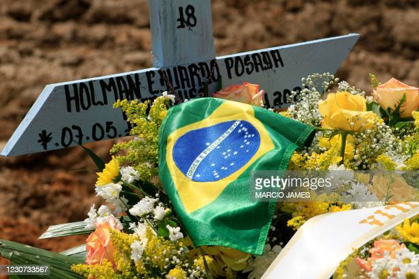 View of the tomb of a COVID-19 victim with the Brazilian flag at the Nossa Senhora Aparecida cemetery in Manaus, Amazonas state, Brazil, on January...
