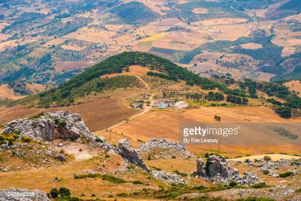 view of the torcal mountains - paraje natural torcal de antequera fotografías e imágenes de stock