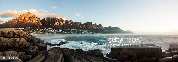 view of the twelve apostles - costa rocciosa foto e immagini stock
