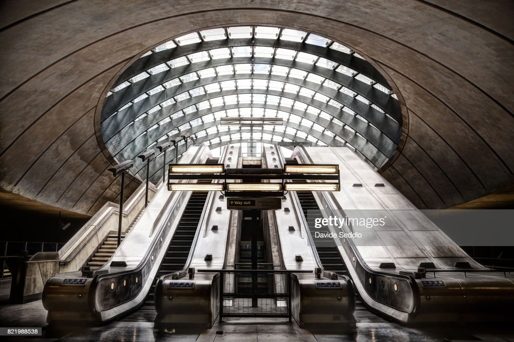View of the underground station of Canary Wharf : Stock Photo