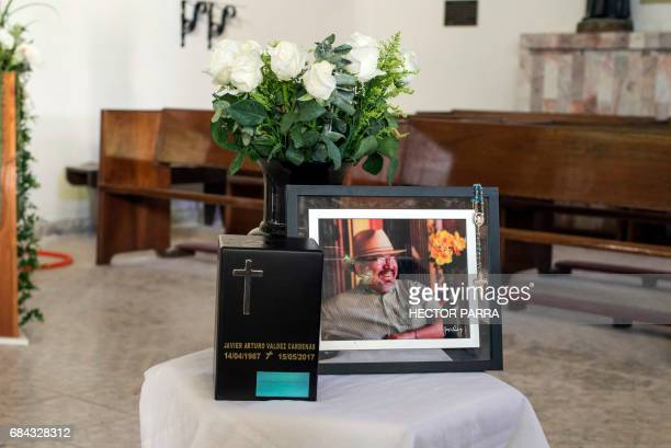 View of the urn with the ashes of the Mexican journalist Javier Valdez during the second day of his funeral in Culiacan Sinaloa State Mexico on May...