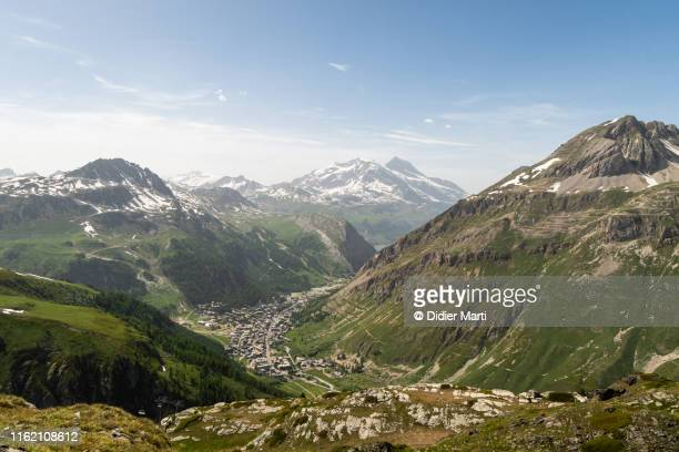 view of the val d'iser village in the french alps - savoie stock pictures, royalty-free photos & images