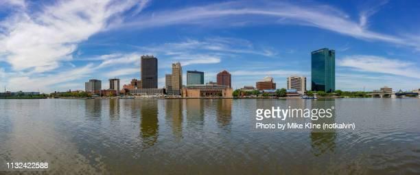 view of toledo ohio across maumee river - トレド ストックフォトと画像