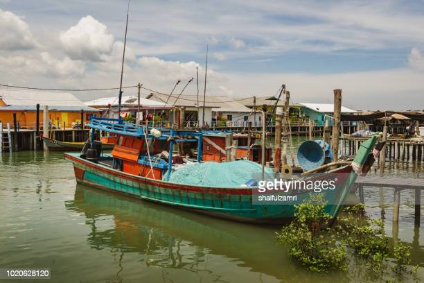a view of traditional fishermen's boat in pulau ketam (crab island). majority of the community in here works as fisherman or related activities such as producing sea food products or manage a sea food restaurants. - {{asset.href}} stock pictures, royalty-free photos & images