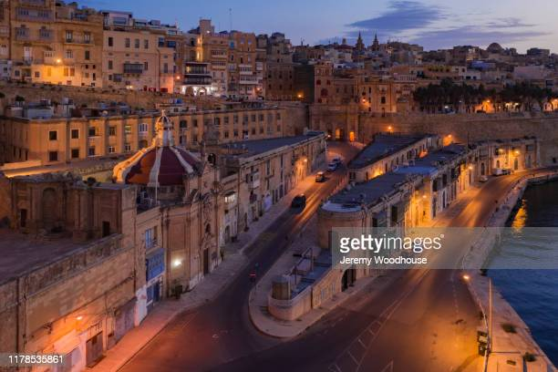 a view of valetta along quarry wharf at dawn - jeremy woodhouse stock pictures, royalty-free photos & images