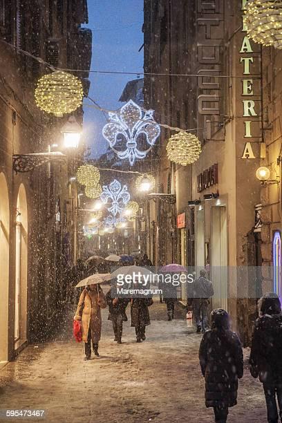 view of via (street) del corso - natale di roma foto e immagini stock