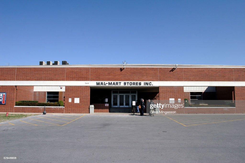 Wal-Mart Rehabilitates Its Image : News Photo