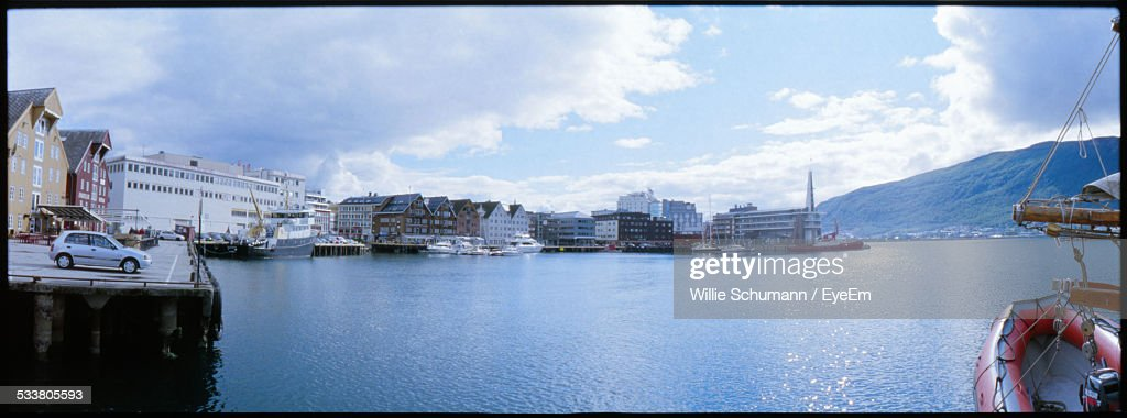 View Of Waterfront With Boat In Foreground : Foto stock