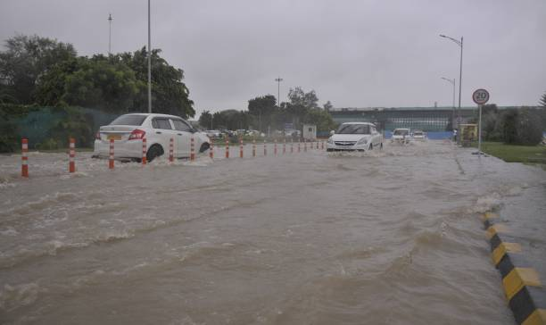 IND: Heavy Rain, Water-Logging Throw Life Out Of Gear In Lucknow