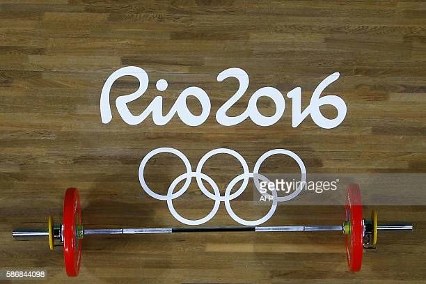 View of weights during the women's 48kg weightlifting competition at the Rio 2016 Olympic Games in Rio de Janeiro on August 6, 2016. / AFP / POOL /...