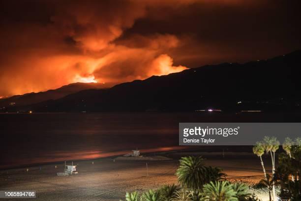 view of wild fire in malibu from santa monica - malibu foto e immagini stock