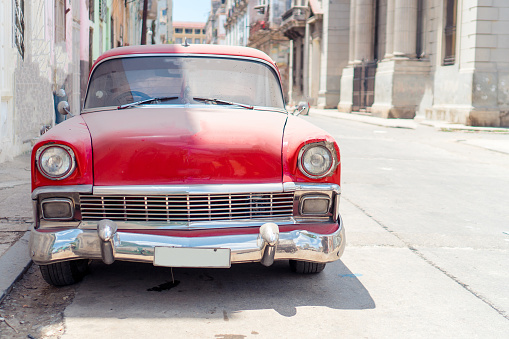 View Of Yellow Classic Vintage Car In Old Havana, Cuba - gettyimageskorea