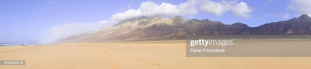 View on a famous beach Cofete on Fuerteventura, Spain. : Foto de stock