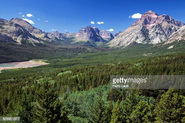 view on appistoki peak left, rising wolf mountain in the middle, spot mountain right, two medicine lake, glacier national park, montana, usa - two medicine lake montana stock-fotos und bilder