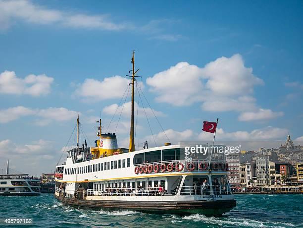 """visualizar em istambul vista do bósforo com barcas - """"sjoerd van der wal"""" or """"sjo"""" - fotografias e filmes do acervo"""