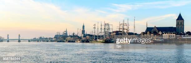 Kijk op de Kampen aan de IJssel tijdens zonsopgang