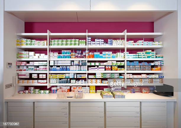 Ver em prateleiras de uma farmácia