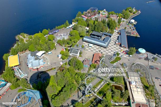 View on the city and surrounding lakes from top of TV tower and revolving restaurantCity of Tampere. Finland Vue sur la ville et les lacs...