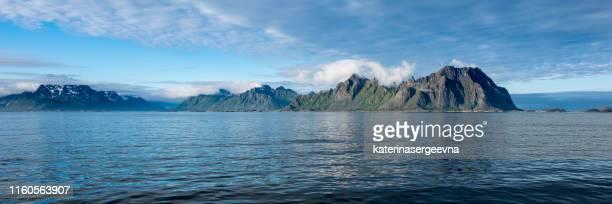 vista sulla costa norvegese dal mare - cultura norvegese foto e immagini stock