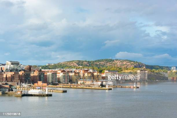 ver västra eriksberg no porto de gotemburgo, na suécia em um dia tempestuoso. - dalsland - fotografias e filmes do acervo