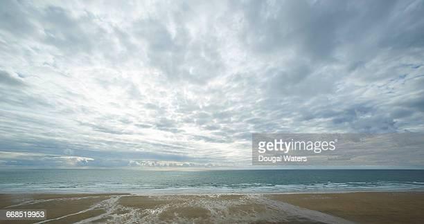 view out to sea from atlantic beach. - bewolkt stockfoto's en -beelden