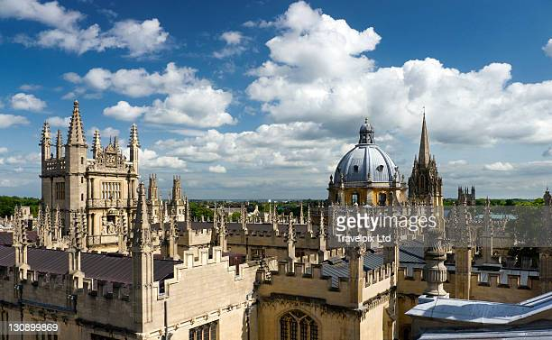 view over domes and spires of oxford,uk - torenspits stockfoto's en -beelden