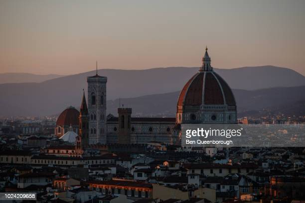 view over florence with brunelleschi's dome visible from the cathedral of santa maria del fiore - cupola stockfoto's en -beelden