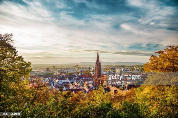 view over freiburg im breisgau - kleinstadt stock-fotos und bilder
