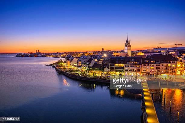 Blick über Friedrichshafen (Bodensee) bei Sonnenuntergang