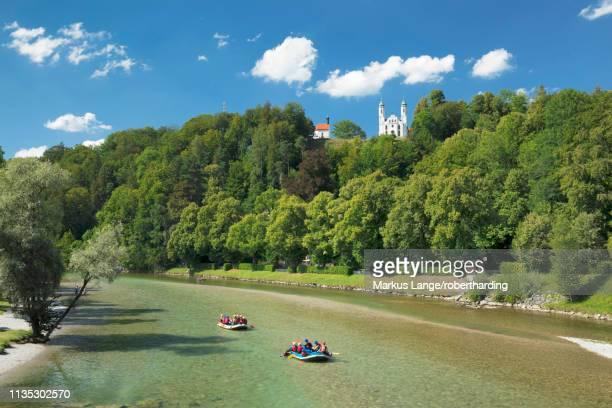 view over isar river to kalvarienberg (calvary hill), bad toelz, upper bavaria, bavaria, germany, europe - fiume isar foto e immagini stock