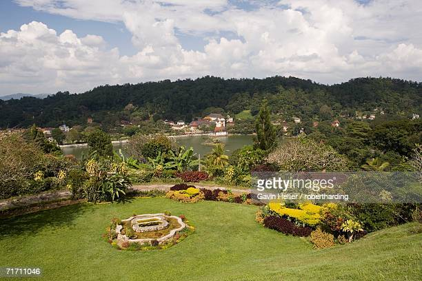 view over kandy lake to the temple of the tooth, kandy, hill country, sri lanka, asia - dalada maligawa stock photos and pictures